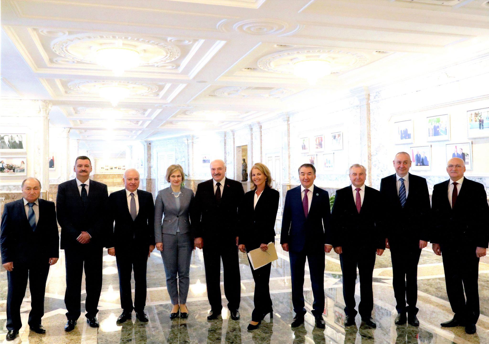 Mynd frá Minsk af fundi með Lukashenko