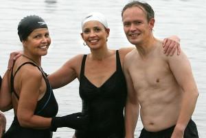 Systkinin, Herdís, Sigríður og Ófeigur Tryggvi byrjuðu að stunda sjósund 2008.